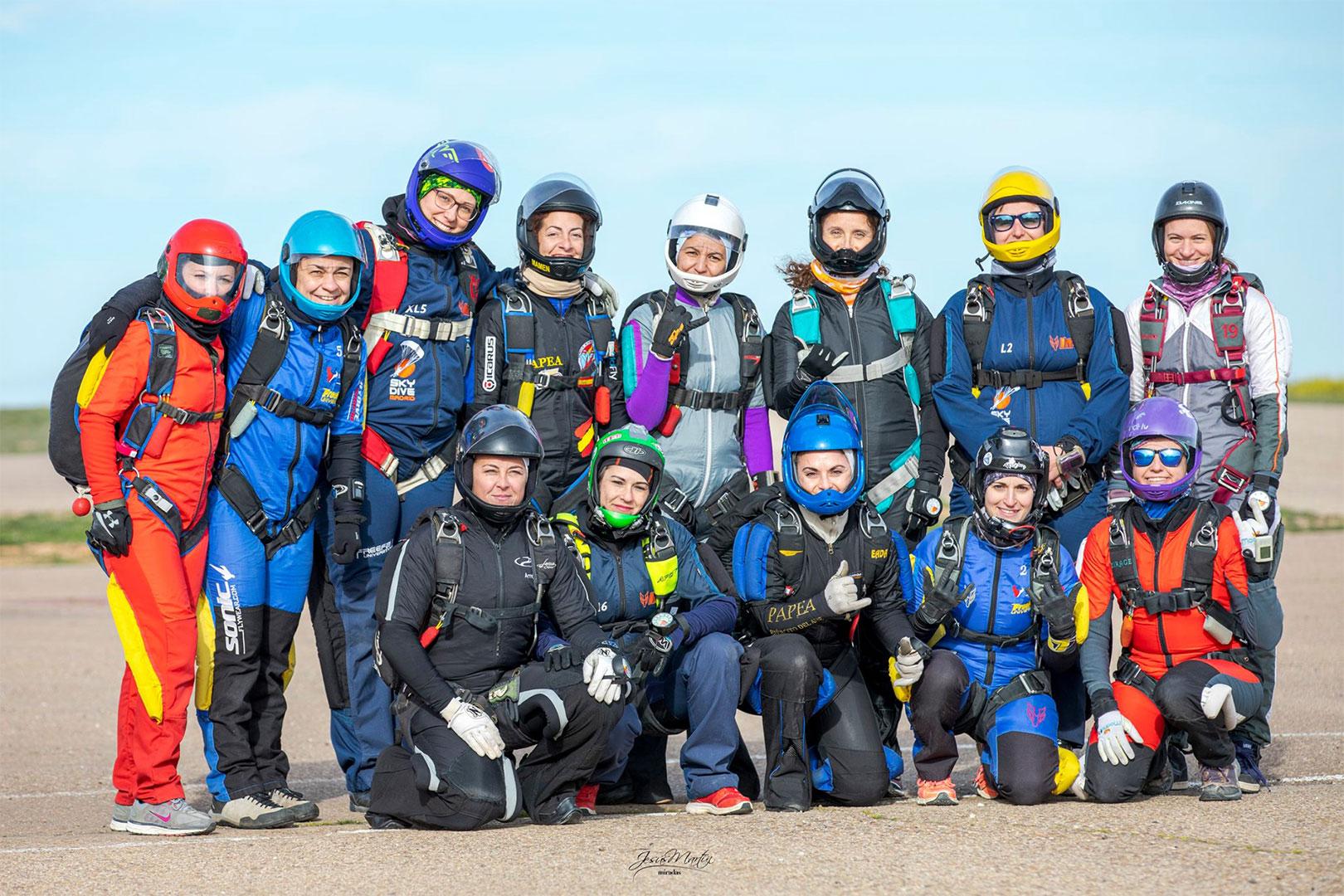 chicas paracaidistas